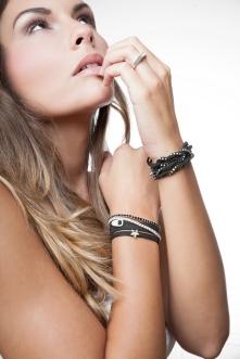 - Photographe : Jean Philippe Guimenez Modèle : Sarah Costa pour Sina Louise Bijoux - Anne-Laure R. pour le maquillage et la coiffure -